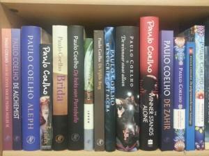 Boekenkast Paulo Coelho boeken